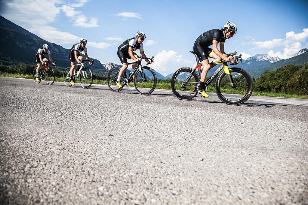04_BOARDMAN-BIKES-Group-of-cyclists-RGB