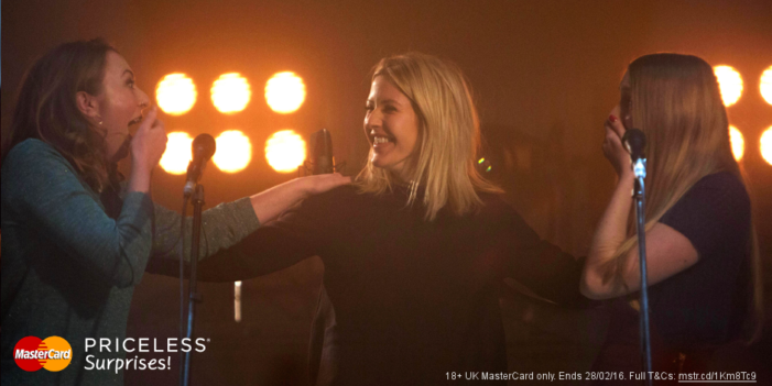 Ellie Goulding performs surprise duet with two superfans for MasterCard's Priceless Surprises campaign