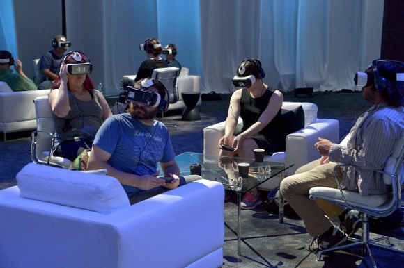 samsung-gear-vr-at-oculus-connect-2-developers-conference-2015
