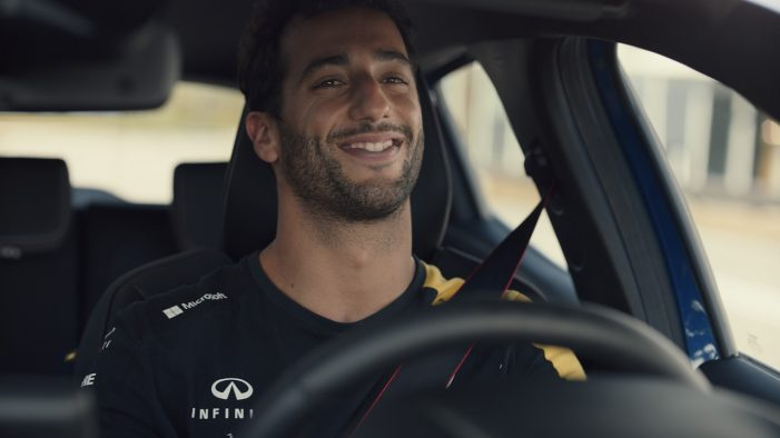 Daniel Ricciardo Discovers New Renault Clio