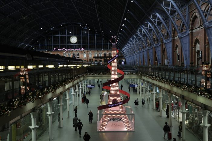 Lancôme' Paris Inspired Christmas Installation At St Pancras International