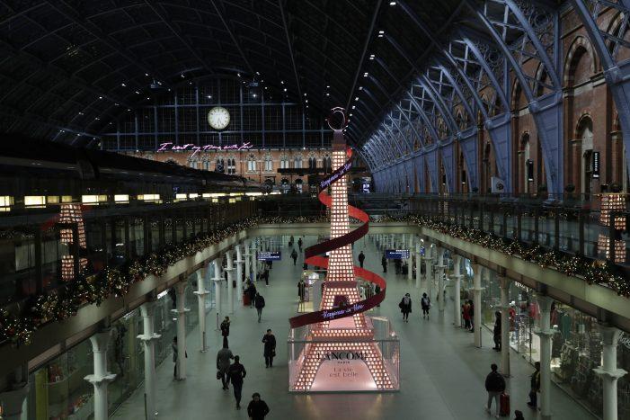 Lancôme' Paris Inspired Christmas Installation At St Pancras International