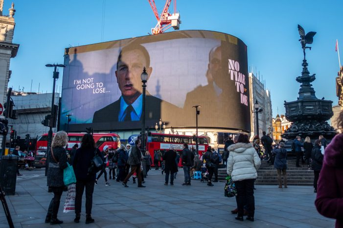 007 Lights Up Piccadilly – exclusive movie trailer released on DOOH
