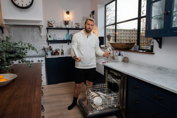 Hive teams up with Chris Robshaw to help Brits get greater control over their homes