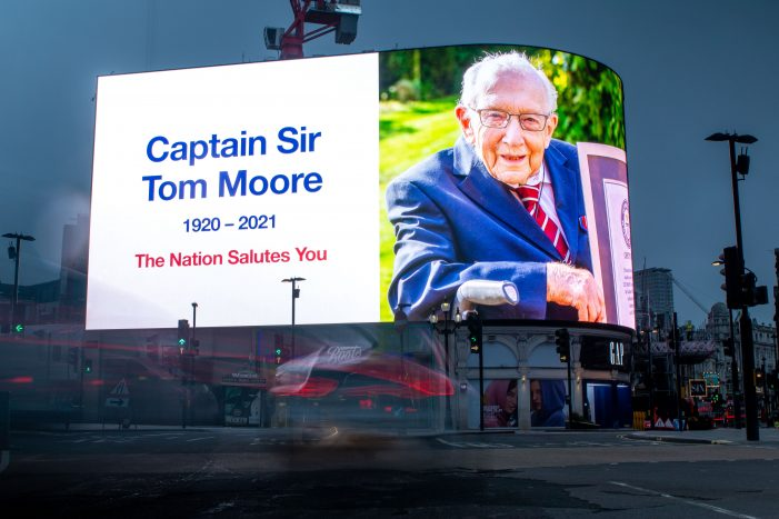 Landsec Piccadilly Lights joins landmarks paying tribute to Captain Tom