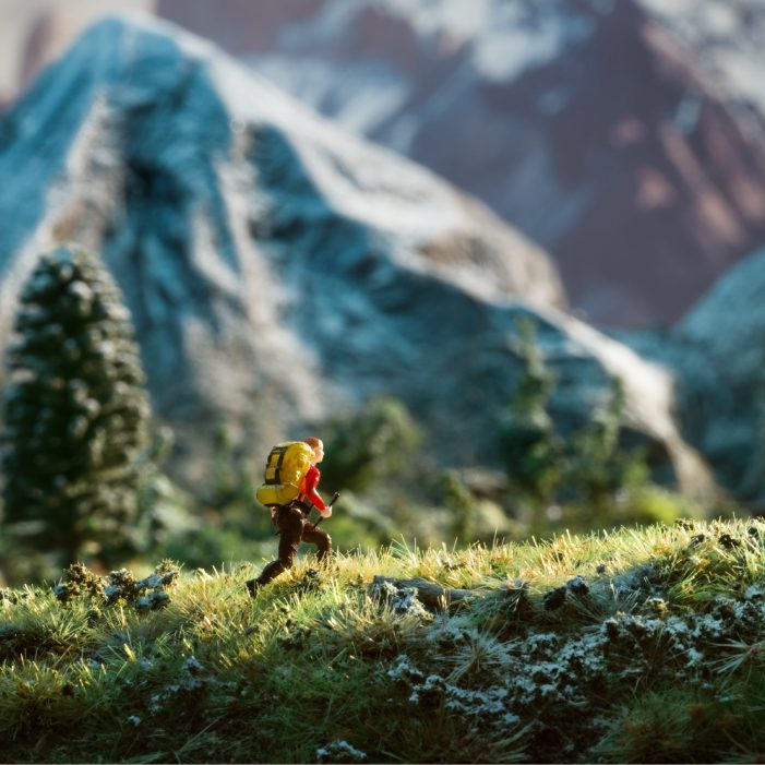 """Chilean Agency Porta Create 7 Dioramas + 100 Miniature Characters For Santander Bank – """"Small Changes"""""""